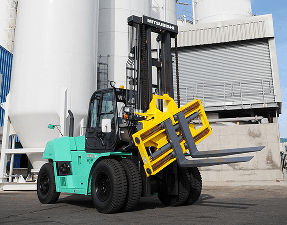 Forklift-rotator attachment application photo
